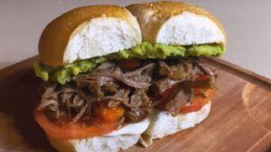 Receta de sándwich de mechada chilena